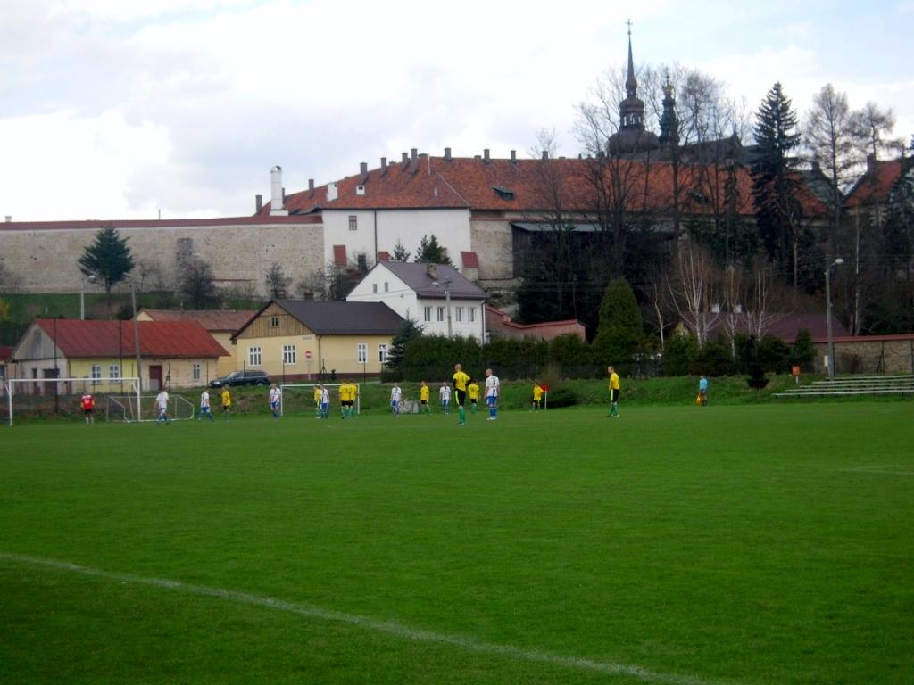 Stadion Sokoła Do Remontu Nowe Trybuny Bez Oświetlenia